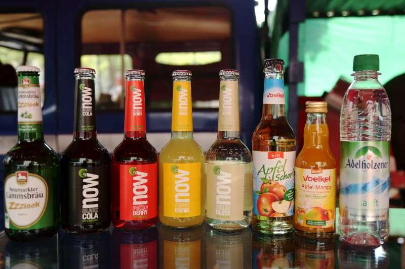 Diese Getränkeauswahl ist nur ein Beispiel - mittlerweile gibt es bei uns auch Mineralwasser nur noch in Glasflaschen