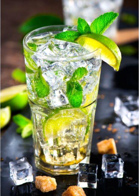 Cocktails und Aperitifs