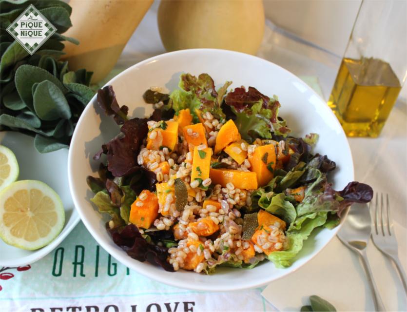 Ein Salat aus unserem Sortiment: Salat mit Butternuss Kürbis & Perlgraupen