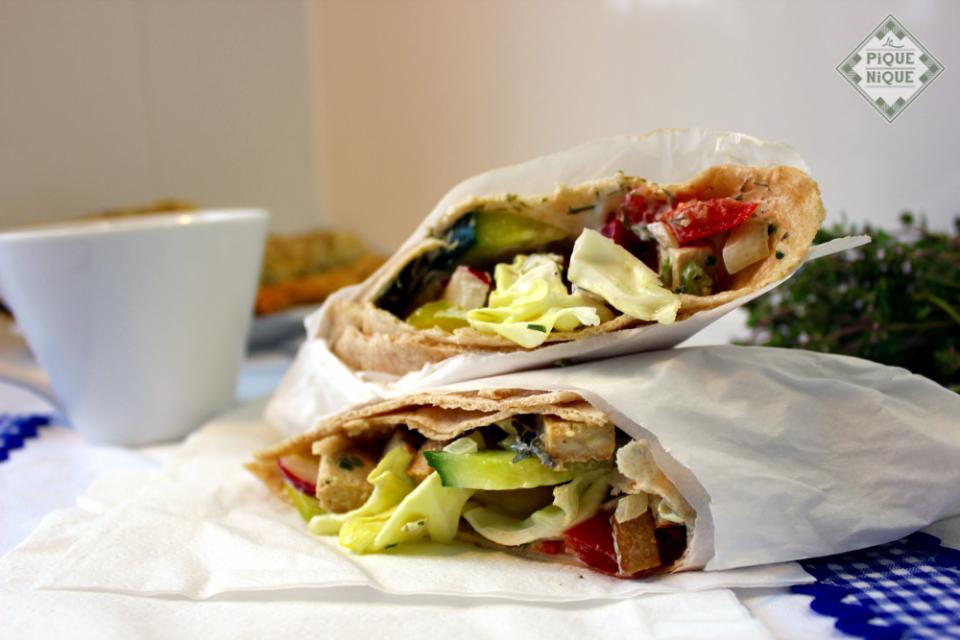 Ein Wrap aus unserem Sortiment: Sommer-Salat Wrap mit Räuchertoffu & Dill Austrich