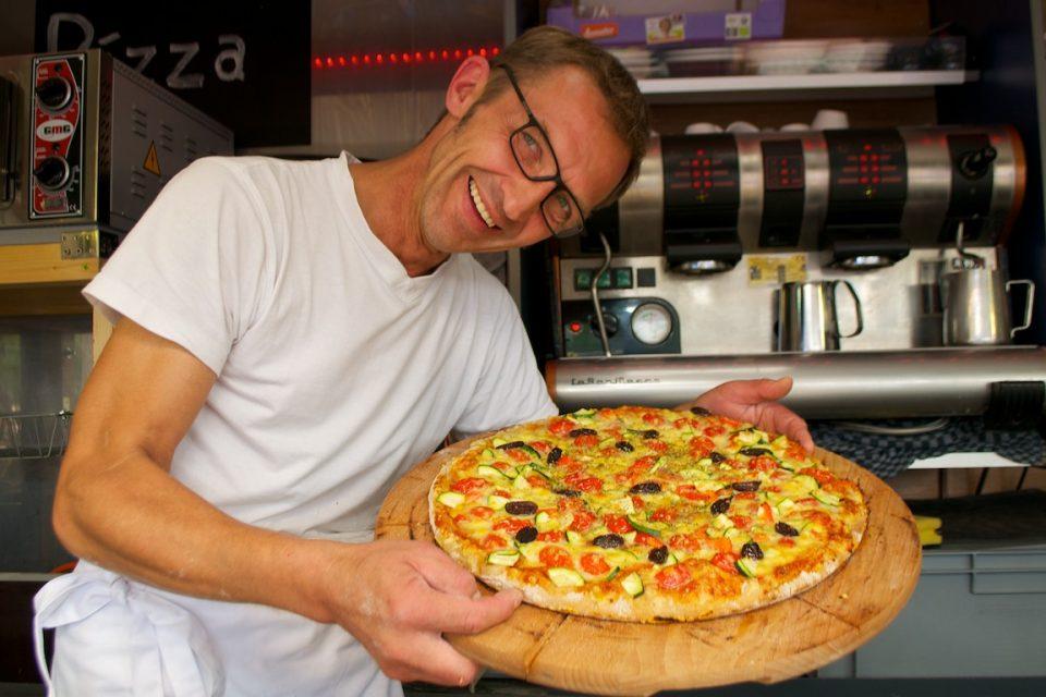 Pizza vegetarisch mit viel Demeter-Gemüse